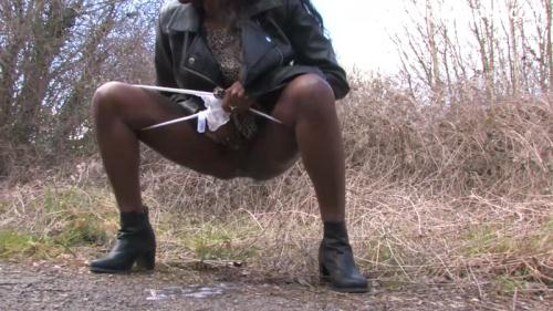 Savvy - Pissing in the woods [HD, 720p] [SneakyPee.com] - Pissing