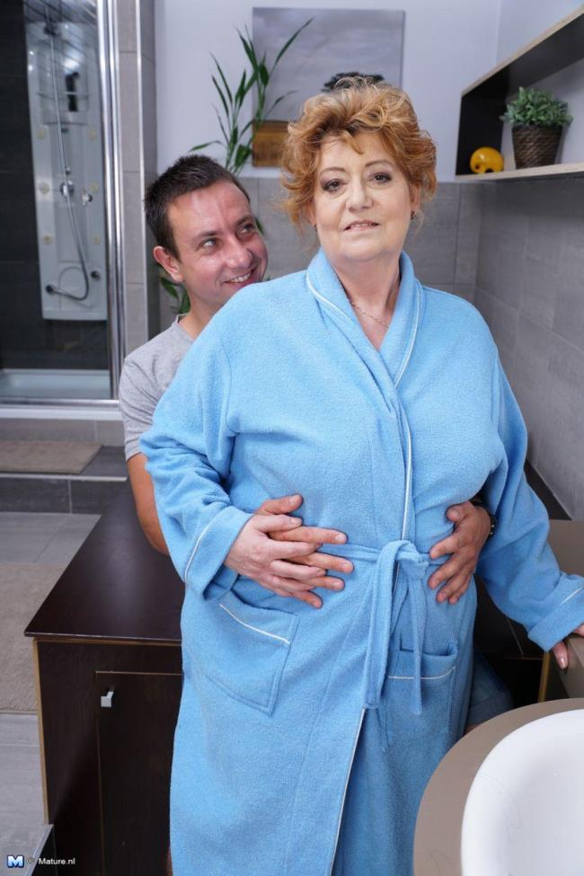 Mature.nl: Tamara B. (52) - Chubby mature housewife fucking and sucking (HD/2016)