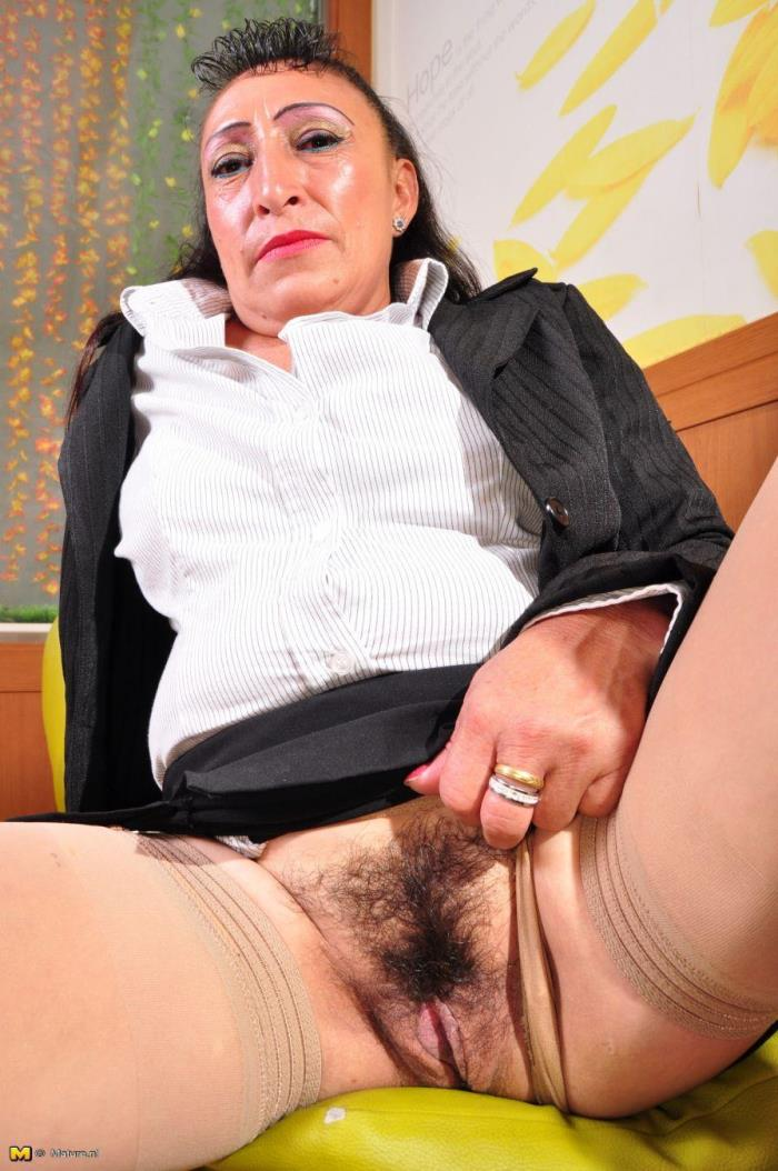 Mature.nl - Karina G. (43) - Latin hairy older lady fingering herself [HD 720p]