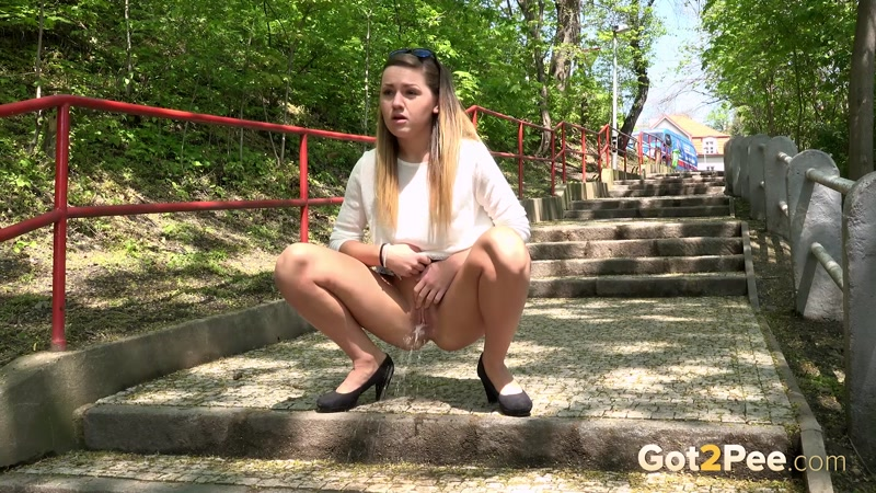 Sprinkles near steps (July 2016) [G2P / FullHD]