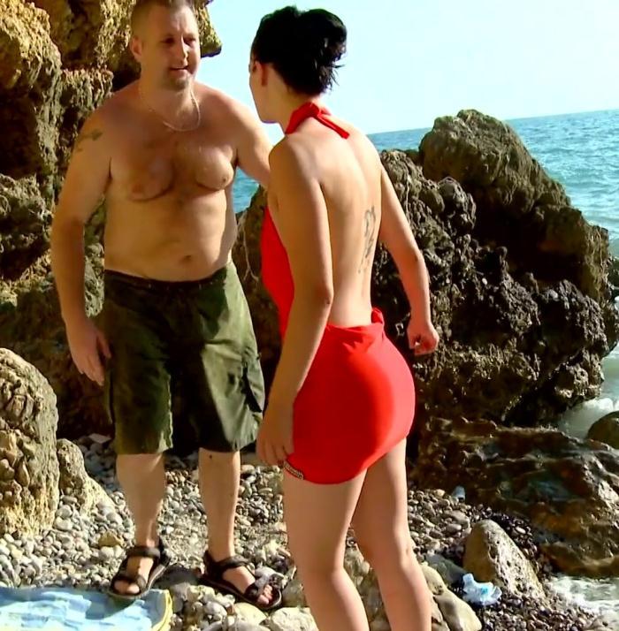 JacquieEtMichelTV: Megane - Megane goute aux joies de la plage!  [FullHD 1080p]  (French)