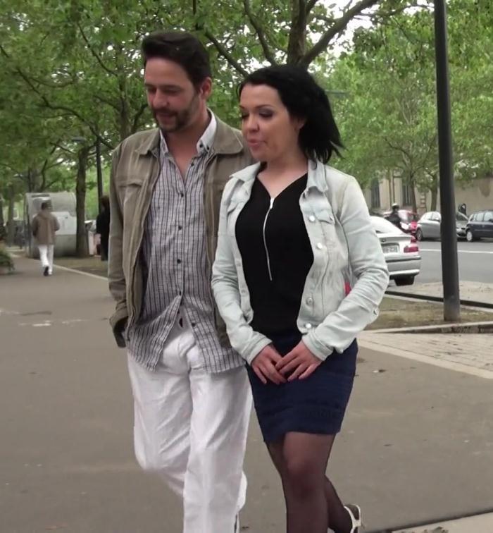 JacquieEtMichelTV: Roxane - Un mec dexperience pour Roxane!  [FullHD 1080p]  (French)