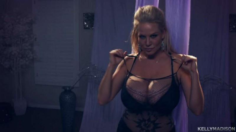 Kelly Madison - Cirque De Seins Enormes [SD] (444 MB)