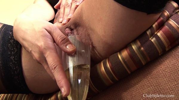 Amateur - Lets celebrate with special champagne [FullHD 1080p] Exclusive Pissing