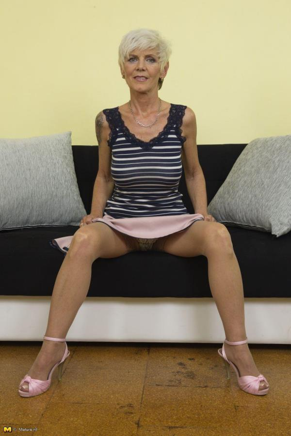 Horny housewife fooling around: Irenka S. (57) - Mature.nl 720p