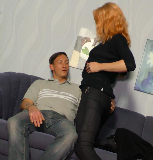 Mercedes Boode - Tattooed slut Mercedes Boode sucking cock on the couch  (DeutschlandReport/PornDoePremium/SD/480p/324 MiB) from Rapidgator