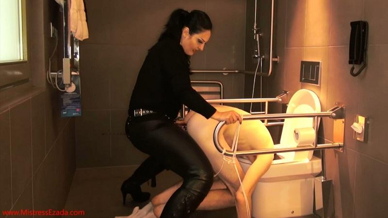 Ezada Sinn - DeepThroated, then fucked and ruined with his head in the toilet! [Mistress Ezada Sinn, Clips4Sale / FullHD]