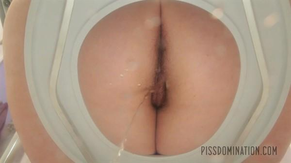Exclusive Pissing: Quinn Helix - Quinn Helix's old fling is her new toilet slave (FullHD/2016)