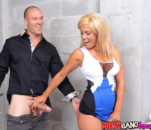 Parker Swayze, Ryland Ann, Sean Lawless - Bang It Out [HD 720p] MomsBangTeens.com