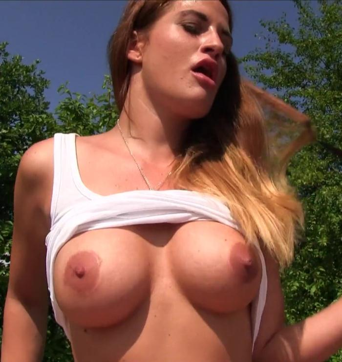 PublicAgent: Nicole - Big Tits Bouncing in the Sunshine  [HD 720p]  (Amateur, Public)