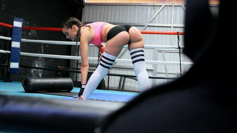 / M0f0s: Gia Paige - Boxing Brunette Fucks in the Ring [SD] (764 MB)