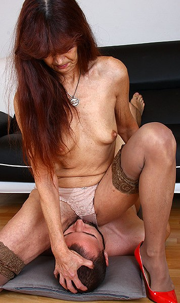 Lada - Face Sitting [HD 720p] FaceSittingMoms.com