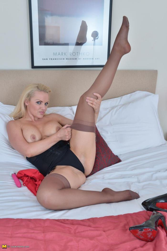 Love-moms.com - Frankie Babe (36) - Hot and naughty British mom fooling around [HD 720p]