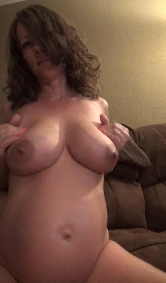 Lubing up my preggo belly and boobies (15 Aug 2016) [Clips4sale / FullHD]