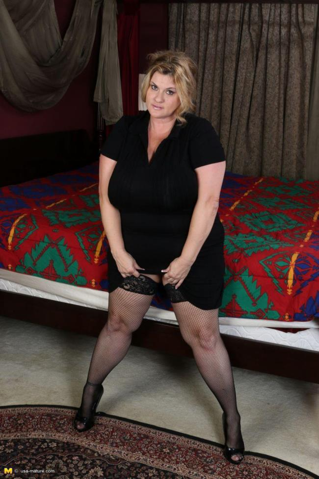 USA-Mature: Kimmie Kaboom (45) - American BBW fingering herself (HD/2016)