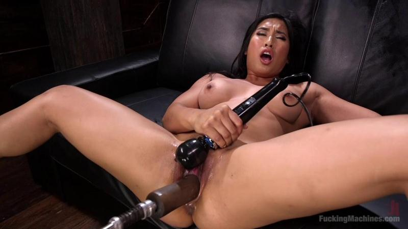 Mia Li (Mega Babe Gets a Full Throttle Machine Fucking!! / 03.08.2016) [FuckingMachines, K1nk / HD]