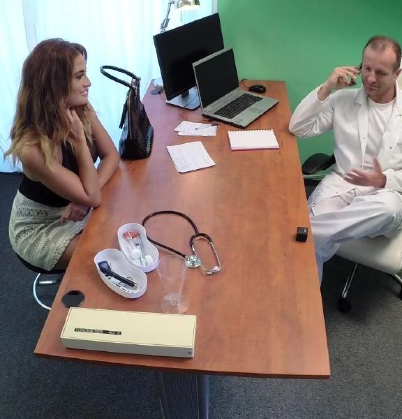 FakeHospital: Nicole Vice - Doctor Fucks Minx in Job Interview (FullHD/2016)
