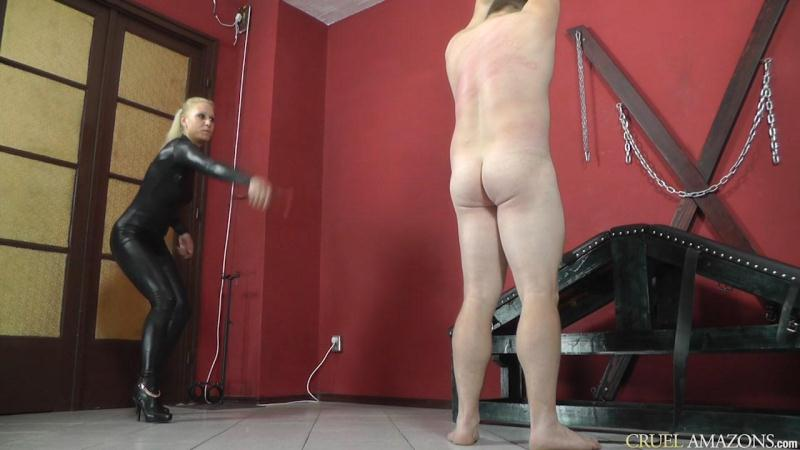 Cruel-Mistresses.com: Whipping in Catsuit [HD] (433 MB)