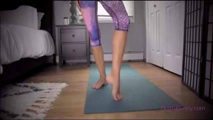 BrattyBunny: Bratty Bunny - Yoga Feet  [SD 540]  (Femdom)