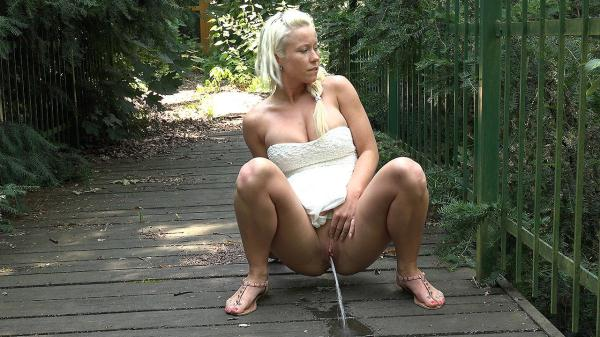 Blonde on the bridge (FullHD 1080p)