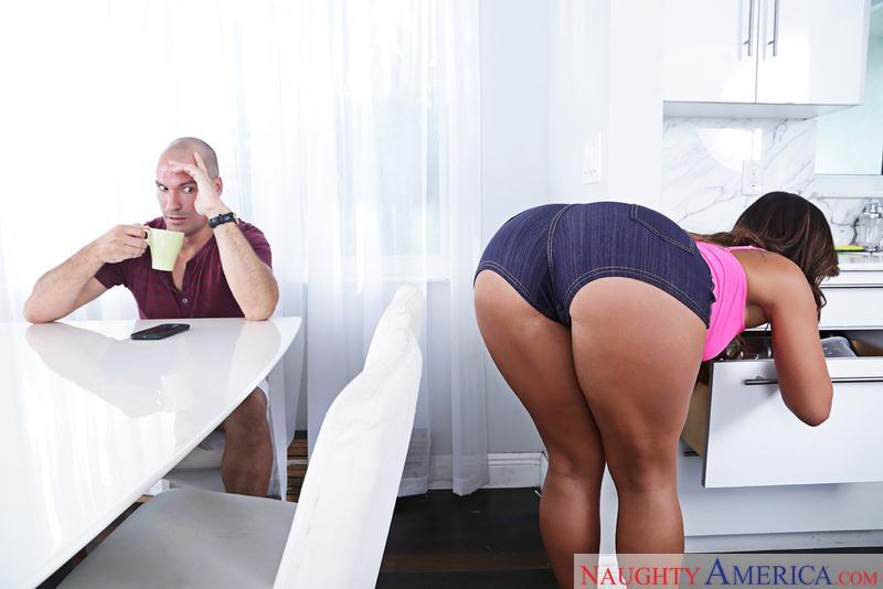 1H4v34W1f3.com: Kelsi Monroe - Hot Ass my Wife [SD] (188 MB)