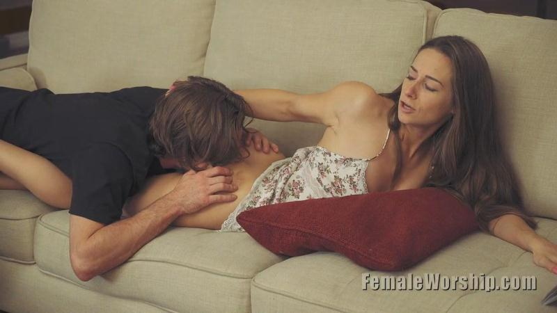 F3m4l3W0rsh1p.com: Mistress Cassidy Klein - Who Needs Panties? [HD] (60.8 MB)