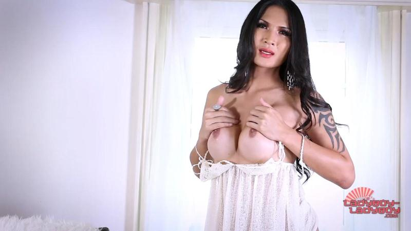 Benzey Big Cumshot! (15 sep 2016) [ladyboy-ladyboy / HD]