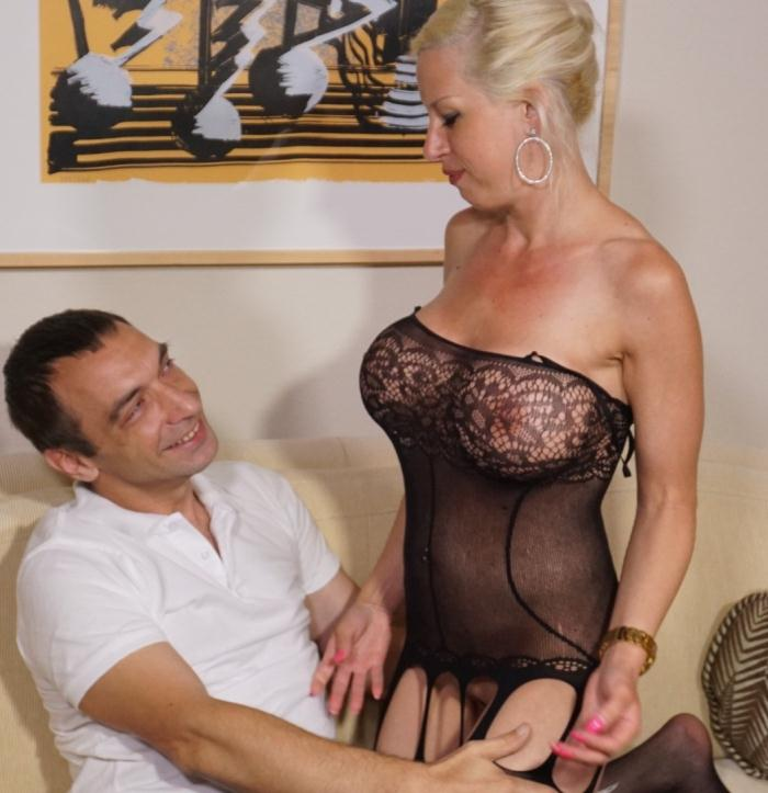 Manu Magnum - Blonde German slut with big tits wears stockings during amateur sex ride  [SD 480p]
