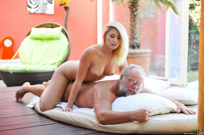 Gr4ndp4sFuckT33ns.com/21S3xtr3m3.com - Aria Logan, Albert - Grandpa Got Me Wet (Teen) [SD, 544p]