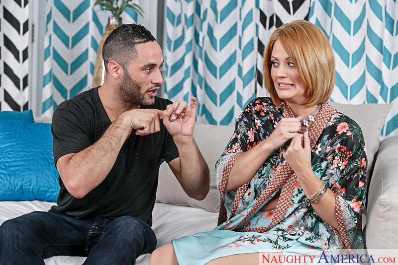 Holly Heart (Milf with Big Ass and Boobs / 19.09.16) [NaughtyAmerica / SD]