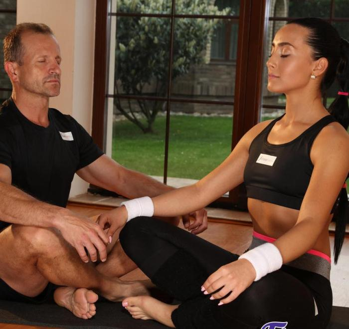 FitnessRooms: Anna Rose - Yoga instructor private class  [FullHD 1080p]