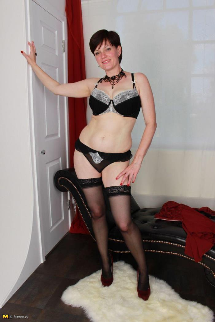 Mature.nl - Olivia G. (EU) (42) - British housewife fooling around [HD 720p]