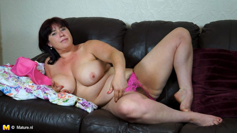 Janey (EU) (37) - Mature Masturbation [Mature.eu, Mature.nl / HD]