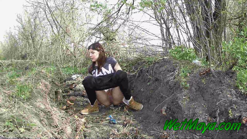 Sexy Maya Pissing in a ditch on the side of the road [WetMaya / FullHD]