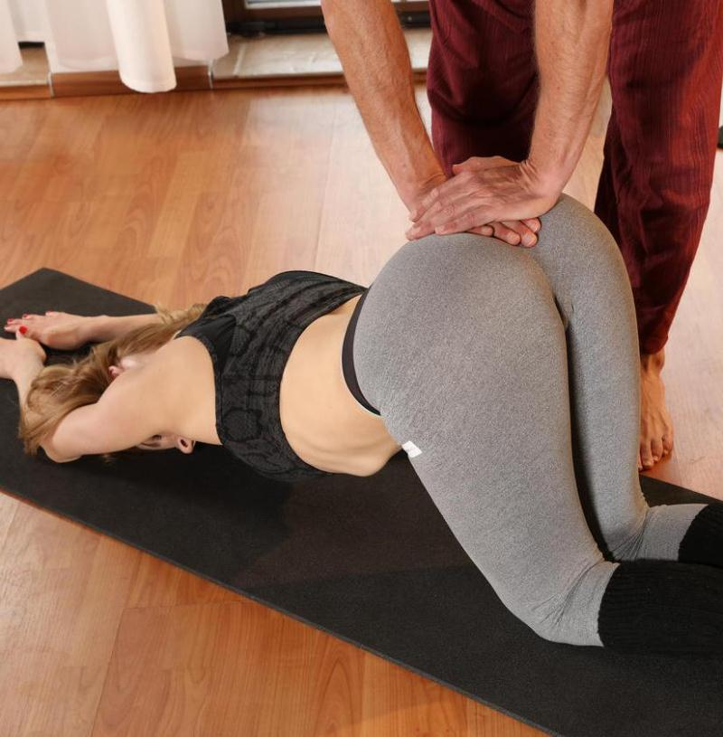 FitnessRooms - Victoria Daniels - Dirty yoga teacher on fitness model [FullHD 1080p]