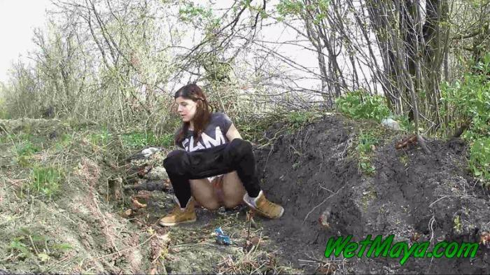 Pissing in a ditch on the side of the road (WetMaya) FullHD 1080p