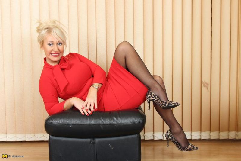 Miss Makepeace - British Milf Fingering Herself [Mature.eu, Mature.nl / HD]