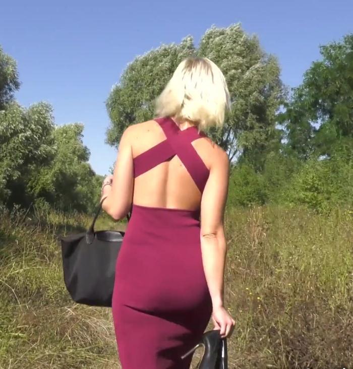 JacquieEtMichelTV: Caroline - Pulpeuse, genereuse et gourmande!  [HD 720p]  (French)