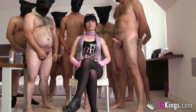 F4k1ngs.com - Susana Mayo - Tan jodidamente PUTA que la organizamos un Bukkake y acaba en Bukkake and Gang Bang por que asi lo pide ella (Bukkake, Group sex) [SD, 368p]