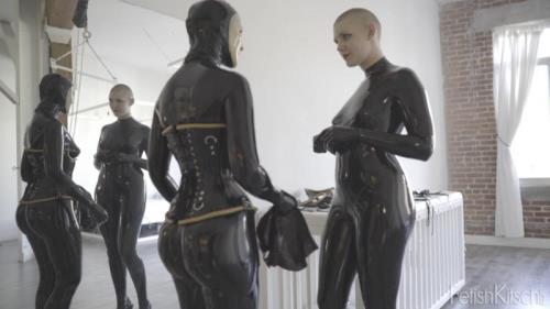 Caroline Pierce, Cynth Icorn - Caroline's New Doll (Fetishkitsch) [HD 720p]
