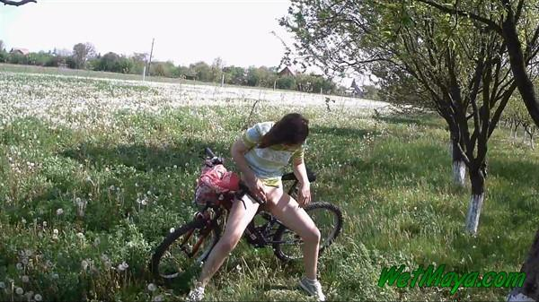 Exclusive Pissing - Maya - Peeing on her bicycle [FullHD 1080p]