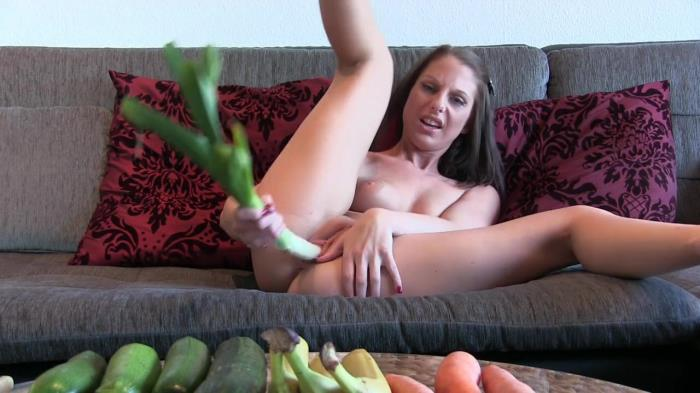 Extreme Insertion - Amateur - 18 year slut's fucking vegetables [HD 720p]
