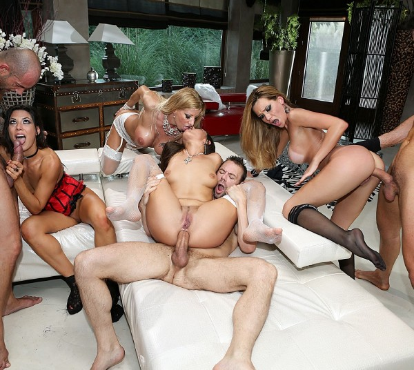 Rocco Porn: Hunter Leone, Ners Zen, Anael Angeli , Begasus , Kittina, Alexa Tomas, Carolina Abril, Lara de Santis, Mea Melone - Porn Camp: Blindfolded Orgy (SD/2016)