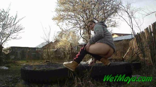 Peeing on some old tires in the yard (FullHD 1080p)