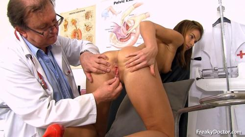 ExclusiveClub.com/FreakyDoctor.com [Paola Mike - 27 years girls gyno exam] HD, 720p