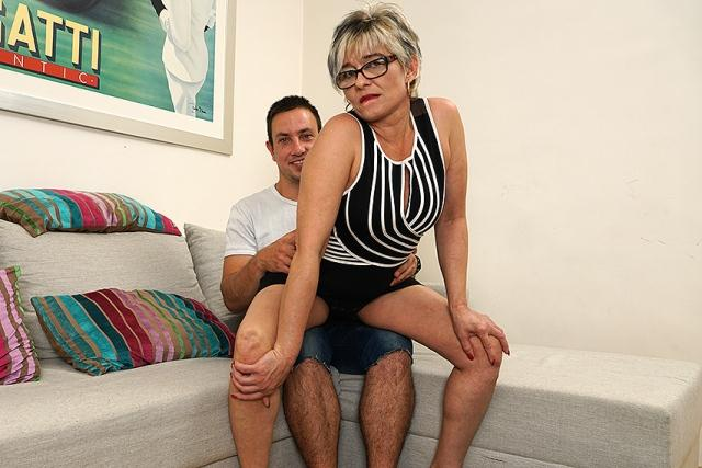 Love-Moms.com / Mature.nl - Luciane (43) - Mat-Alex262 (Mature) [HD, 720p]