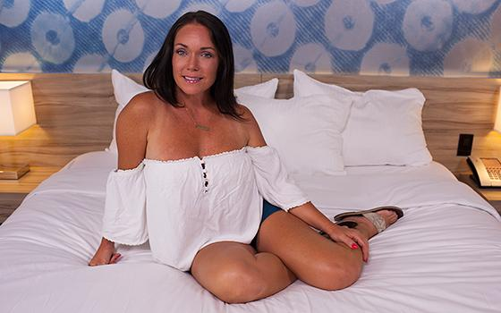 MomPov.com - Brenna - Texan MILF with nice bubble butt / 2016-09-02 [HD 720p]