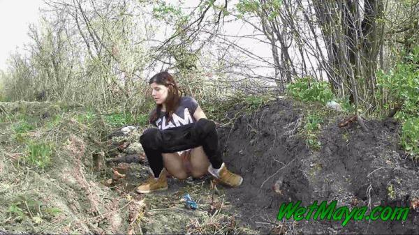 Pissing in a ditch on the side of the road (FullHD 1080p)