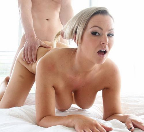 Special Delivery - Abbey Brooks (SiteRip/RealExGirlfriends/HD720p)