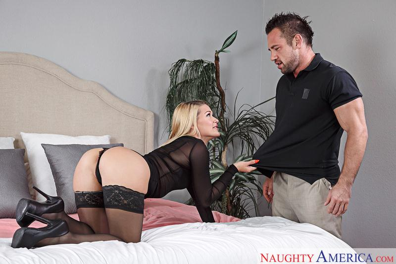 Abby Cross (Blonde with Big Ass/ 12.09.16) [NaughtyAmerica / SD]